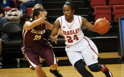 Junior Sameia Kendall drives to the hoop in the Nov. 7 exhibition game against Eureka College. Photo by Maggie Cipriano.